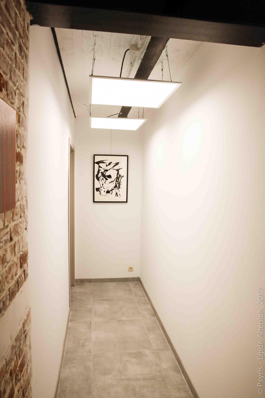 couloir donnant sur les bureaux